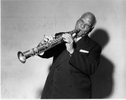 clarinettiste-et-saxophoniste-sidney-bechet-et-son-celebre-morceau-petite-fleur.jpg